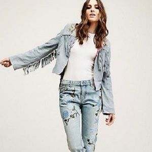 FREE PEOPLE light blue wash embroidered jeans.